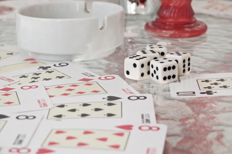 Dans la religion Umbanda, les arts divinatoires (tirer les cartes, lancer de dés)  sont utilisés pour réaliser des prophéties et lire l'avenir. (photo Marlène Haberard/8e étage)