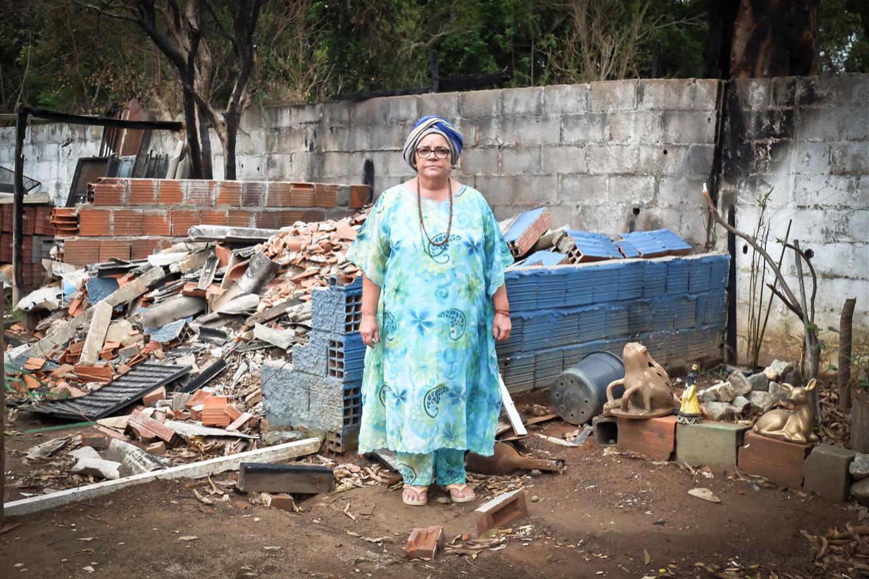 Rosana Dos Santos, ou « Mère Rosana D'Oya » a vu son terreiro emporté par les flammes la nuit du 25 septembre dernier. (photo Marlène Haberard/8e étage)