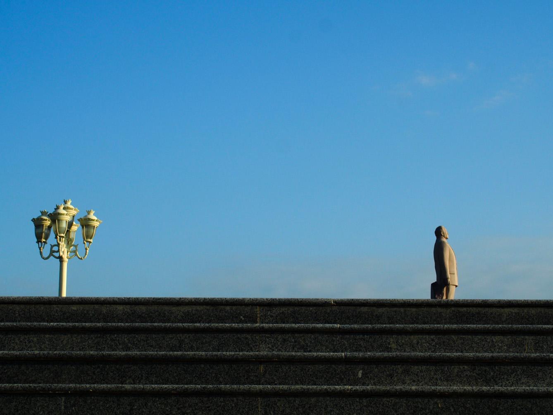 Barda, Azerbaïdjan, à 30km de la ligne de front.  Une statue à l'effigie d'Heydar Aliev, père de l'actuel président, qui dirigea le pays de 1993 à 2003. (photo Arthur Fouchère/8e étage)