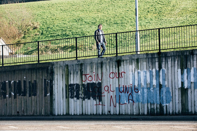 Dans le Bogside, des graffitis appelant à reprendre la lutte armée sont régulièrement peints et effacés. (photo Yann Levy/8e étage)