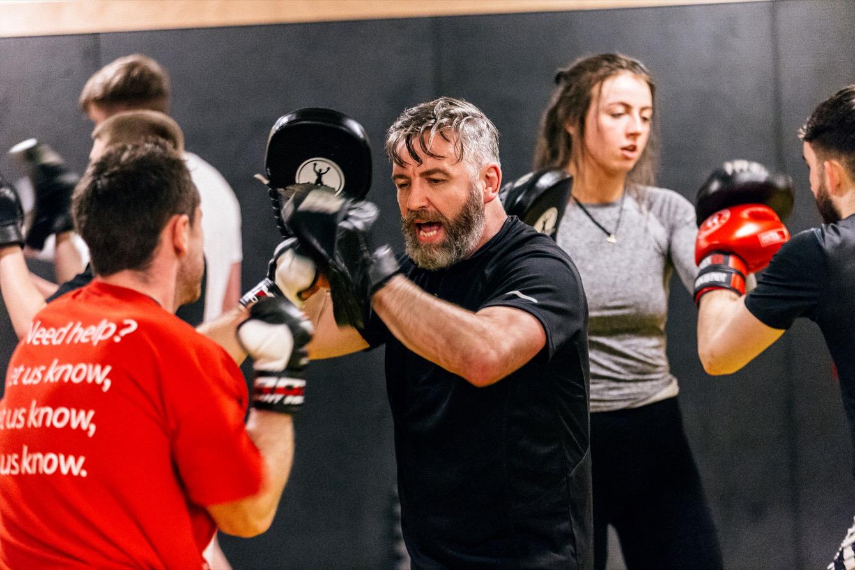 Danny Corr, ancien combattant et professeur de karaté jutsu au ZKJ Dojo à Belfast. (photo Yann Levy/8e étage)