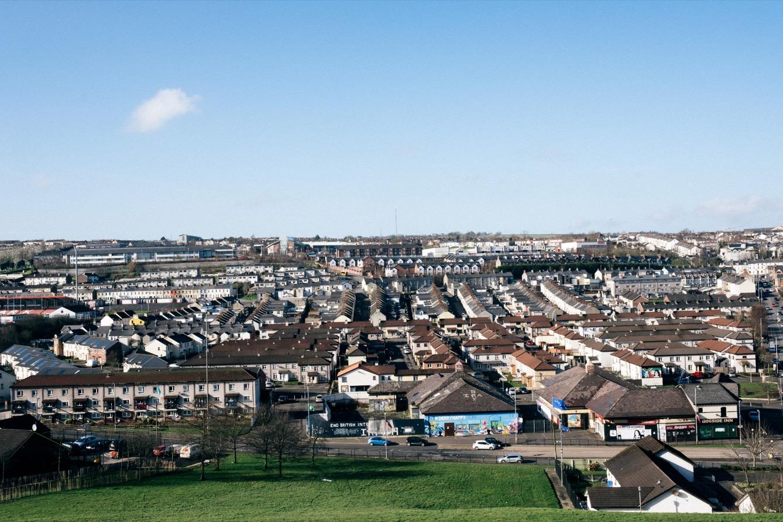 Vue depuis les anciens murs, le Bogside, quartier pauvre et fief nationaliste irlandais. (photo Yann Levy/8e étage)