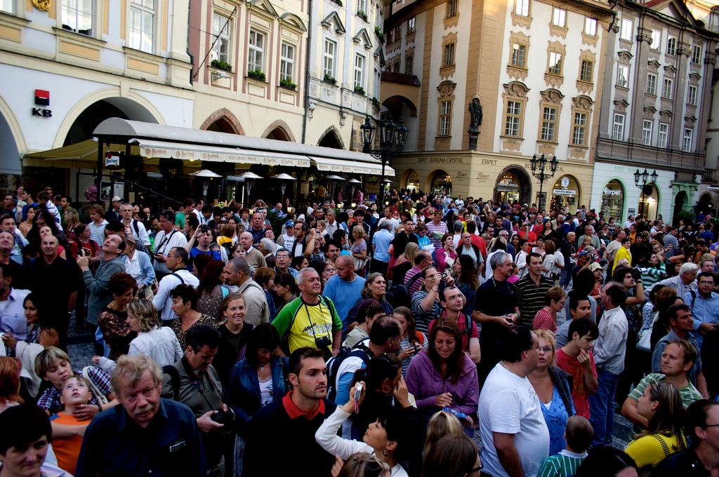 Prague, la capitale tchèque, et ses touristes un jour d'été. (Photo Flickr/Martijn Snels)