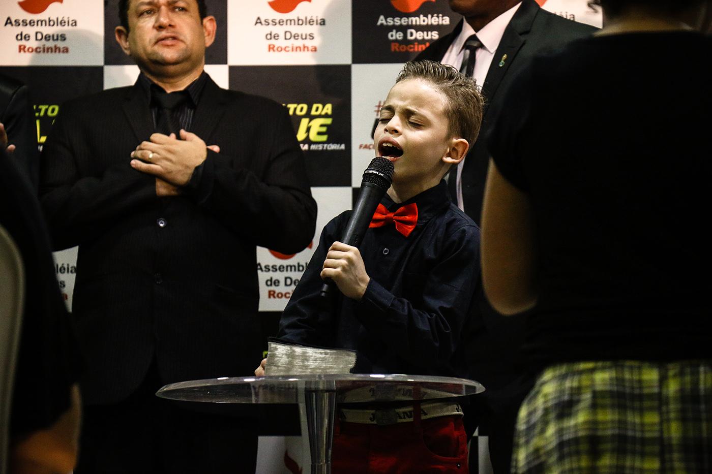 João Vitor Ota, 9 ans, lors de son prêche au Culto da Laje.  (photo Collectif Singulier/8e étage)