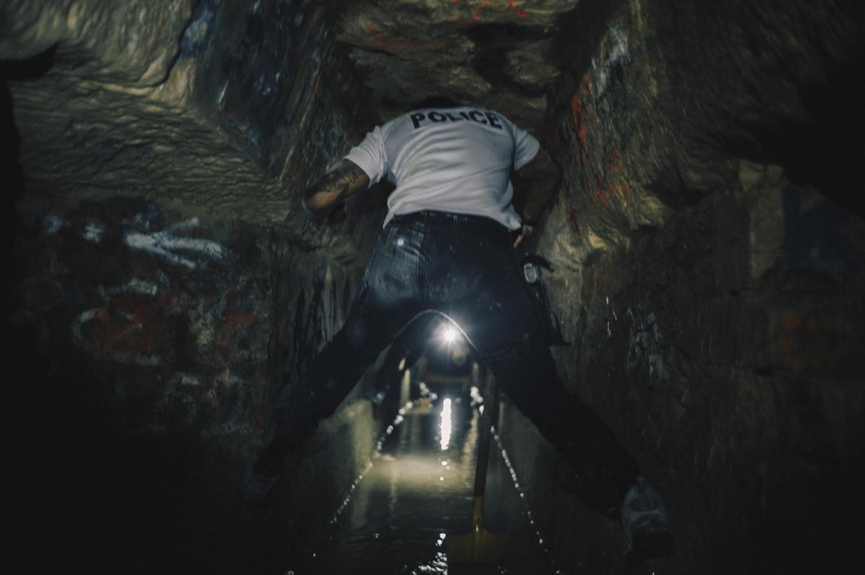 Certains tunnels sont inondés. L'eau provient des nappes phréatiques et des eaux de pluie qui sont filtrées pendant des mois par les 30 mètres de roche qui nous séparent de la surface.  (photo Pierre Berthuel/8e étage)